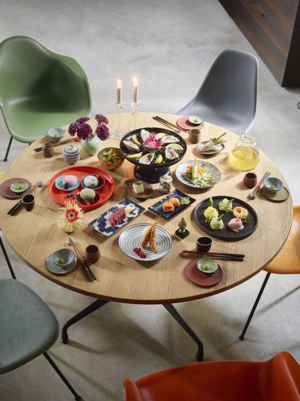 3040781_Eames Fiberglass Side Chair Eames Plastic Side Chair Eames Plastic Armchair and LAR Eames Segmented Tables Dining dunkel 1_v_fullbleed_1440x