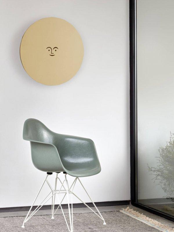 3385577_Eames Fiberglass Armchair DAR Metal Wall Relief Sun_v_fullbleed_1440x