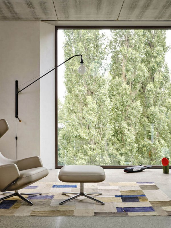 3989221_Grand Repos Potence Vase Découpage Eames House Whale Cork Family ohne TischundStuhl mitLampe_v_fullbleed_1440x